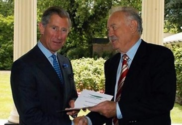 Don O'Neal receives Ashden Award from Prince Charles